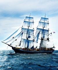 hd обои облака, корабль, небо, океан, парусник, Море 320 x 480 для рабочего стола бесплатно скачать.