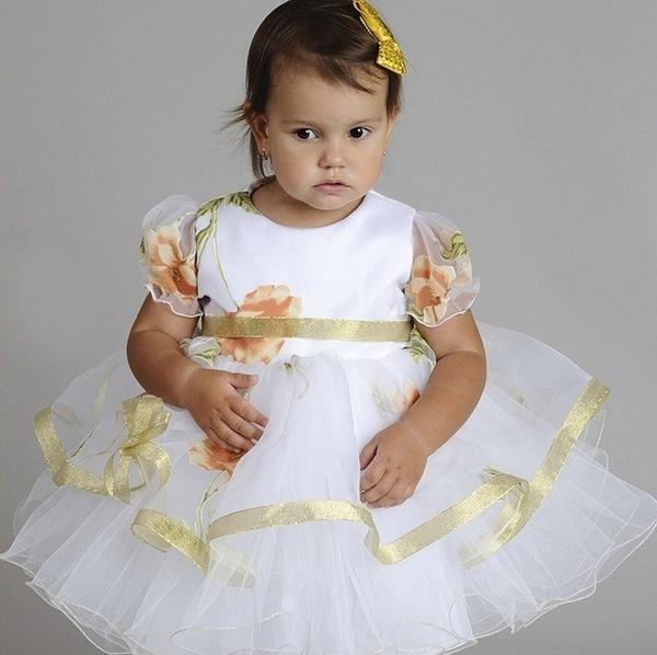 Праздничные платья на девочек.  Первое, на что обращают внимание при...