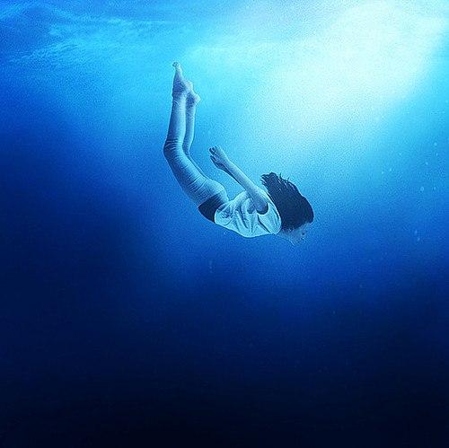 Фрейд утверждает – падение в пропасть говорит о скорой головокружительной и великолепной интимной близости.