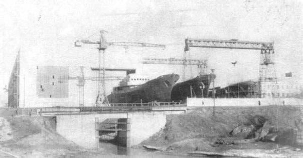 Вид на ЯСЗ от школы №21 в 60-е годы. Строительство нового корпуса завода уже изменило русло Дунайки...