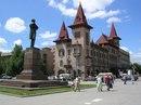 Саратов входит в число самых крупных городов Поволжья.  Всего за 500 лет из сторожевой крепости Саратов...