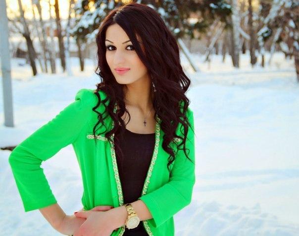 фото девушек кавказа без одежды