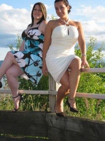 Подружки решили сфотографироваться (ШОК)  Две подруги решили сфотографироваться, они воспользовались встроенным в фотоаппарат таймером. Первый снимок девушкам не понравился и они решили сделать еще один...