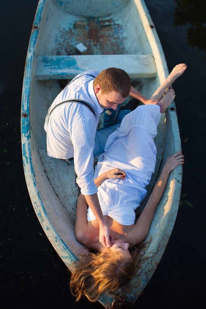 двое на лодке стихи