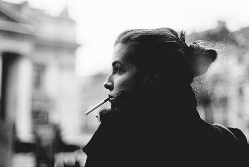 Сейчас так модно, красивые девочки курят крепкие сигареты и любят слабых мальчиков