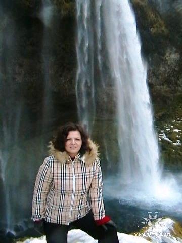 Николаева у водопада