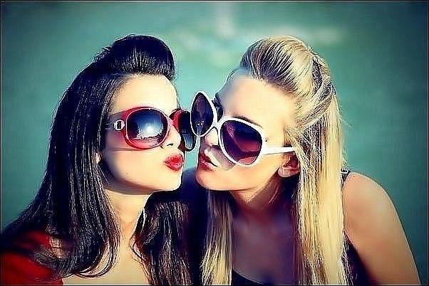 Фото на аву девушки с подругой 173
