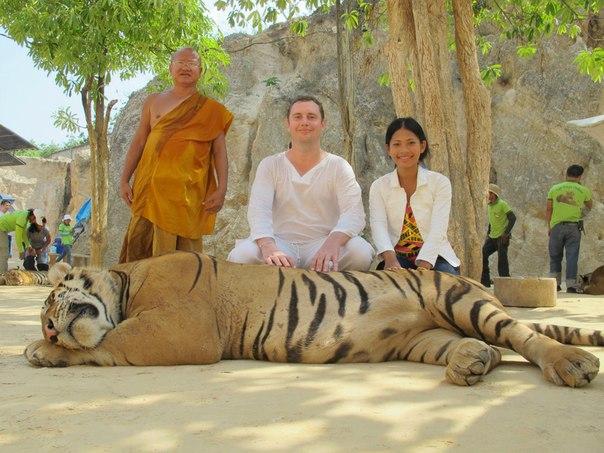 Канчанабури, тигриный храм, монах и мы