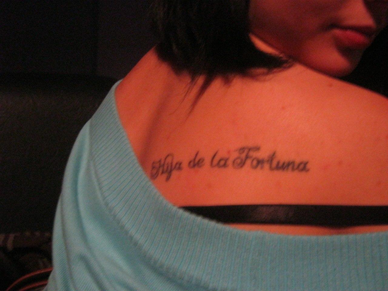 Татуировки для девушек на лопатке надписи и их значение фото