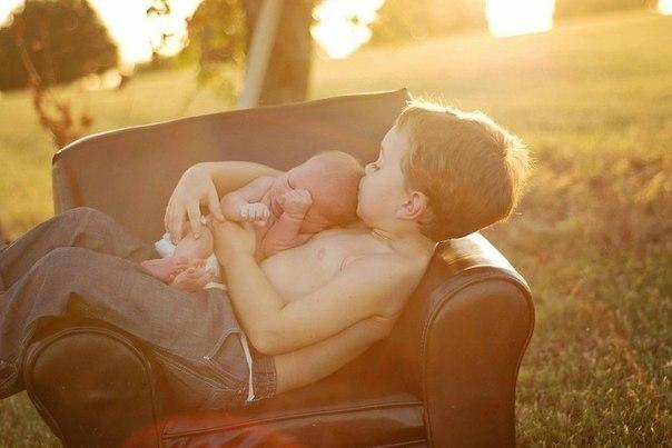 Второй ребенок — значит второй раз первая улыбка, первое слово, первый шажочек, вторая серебряная ложечка на первый зубик, второй раз впервые услышать «Мама»…  Дети — наш уникальный шанс еще раз впервые познать истинное счастье!