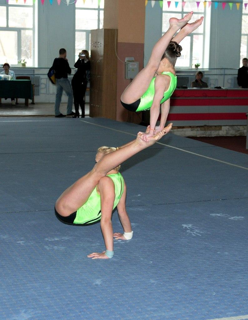 gimnastki-aist-foto-russkoy-gulyanki
