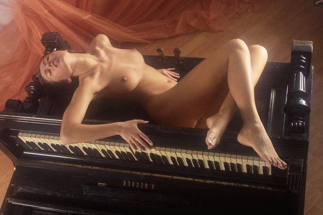 eroticheskie-stseni-filma-pianistka