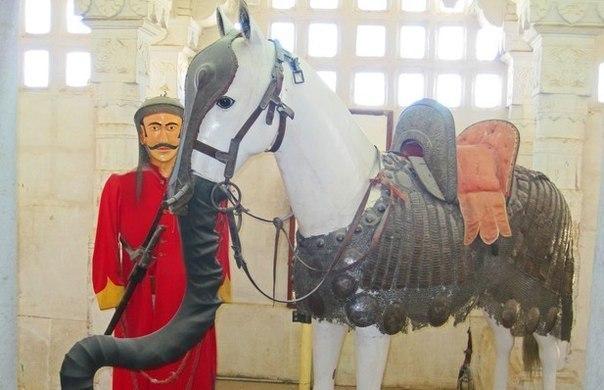 Лошадь против слона.