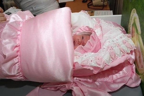 сшить платье младенцу на выписку из роддома