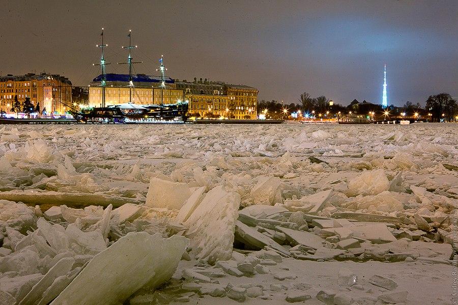 Ночной Петербург ростральные колонны