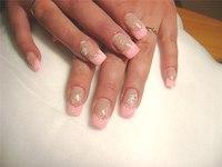 Френч - миллениум.  В этом варианте свободный край ногтя плотно покрывается переливающимися блестками, либо.