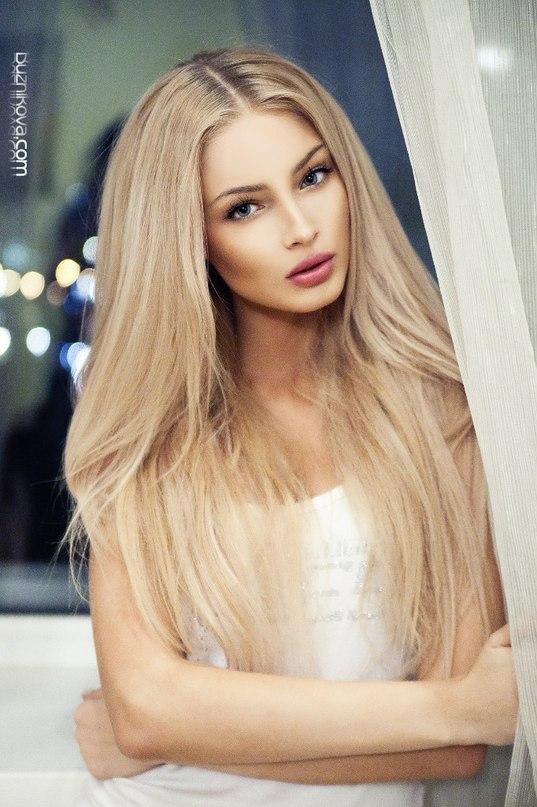 Красночулочная блондина даже не ахуела от состава из мужиков HD