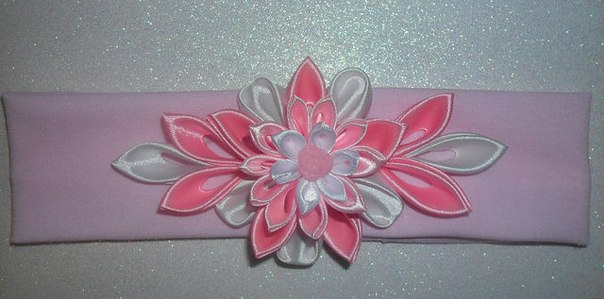 Канзаши цветы из ткани и атласных