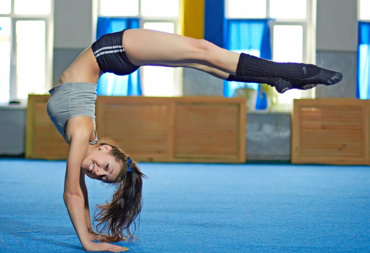 Ґолые гимнастки фото