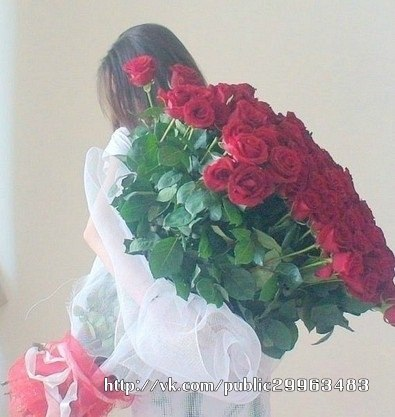 Фото девушек с цветами в руках без лица брюнетки
