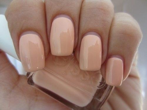 Бежевый цвет на ногтях