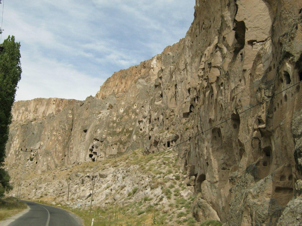 """голубятни в каньоне """"долины Соганли"""""""