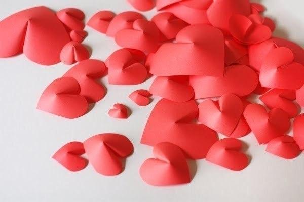 Декорируем стену сердцами