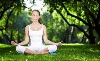 Йога под открытым небом в Таврическом саду.