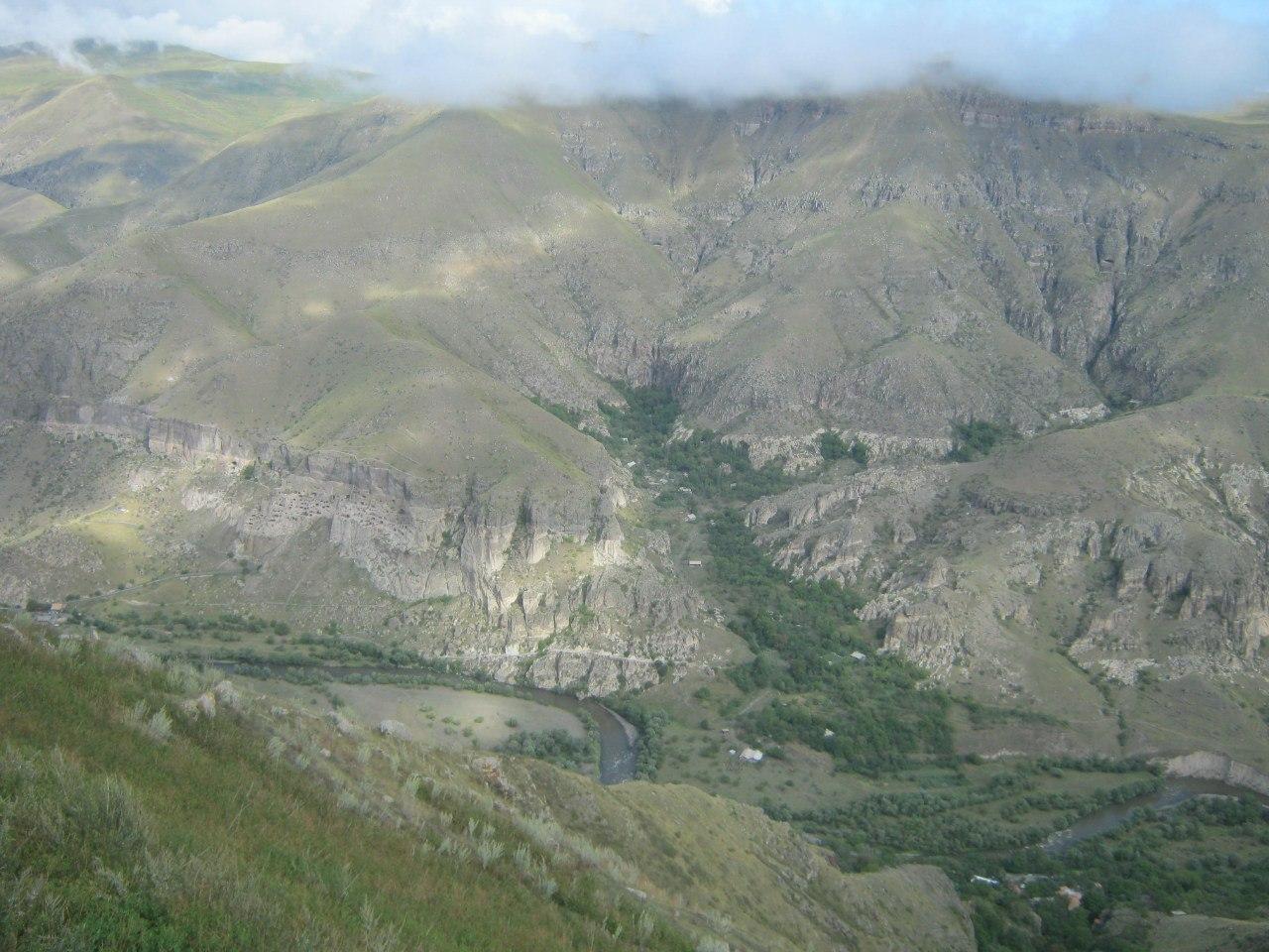 над каньоном реки Мтквари (Кура)