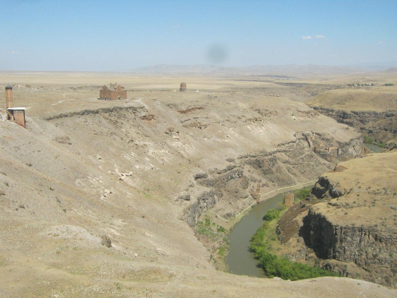 Река Аракс - граница между Арменией и Турцией