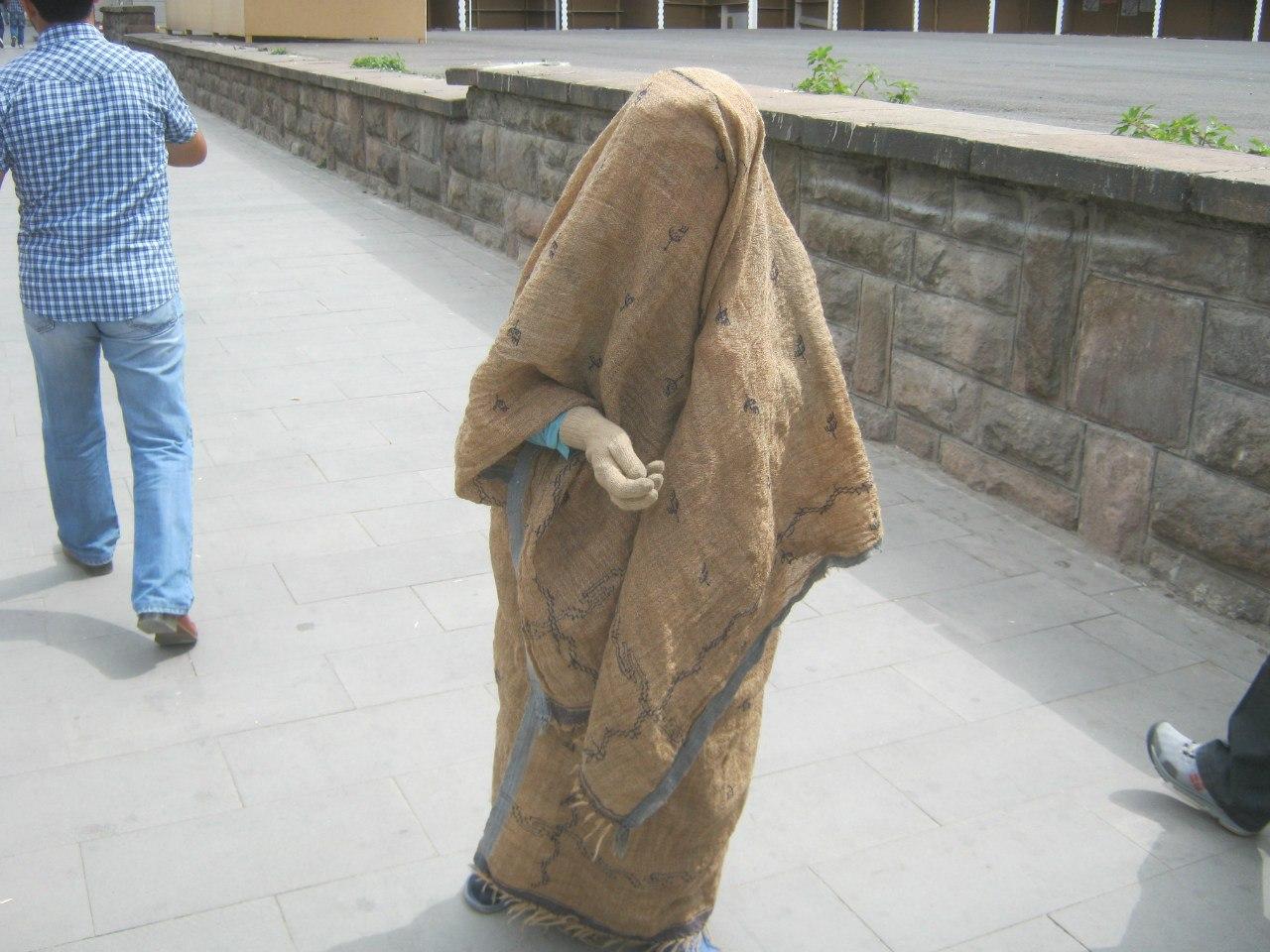 в восточной Турции женщины чаще покрывают голову и волосы