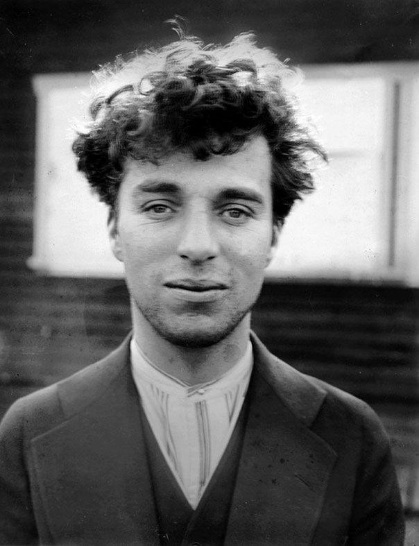 На этом фото изображен Чарли Чаплин в возрасте 27 лет. 1916 год