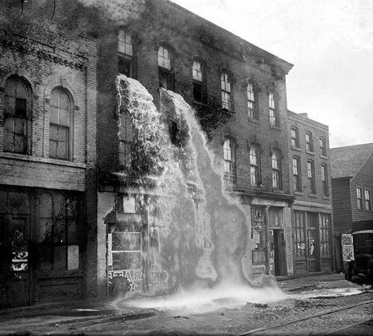 Сухой закон. Уничтожение нелегального алкоголя. Детройт. 1929