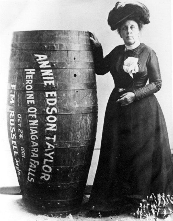 Энни Эддисон Тейлор. Первая женщина, выжившая после преодоления Ниагарского водопада в бочке. 1901 год