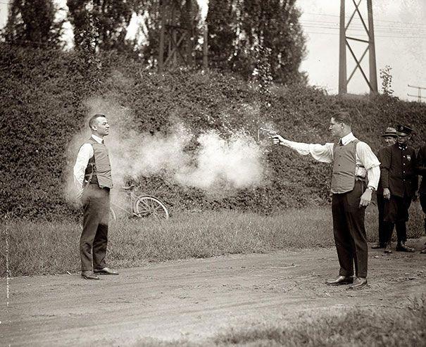 Испытание новых бронежилетов, 1923 год