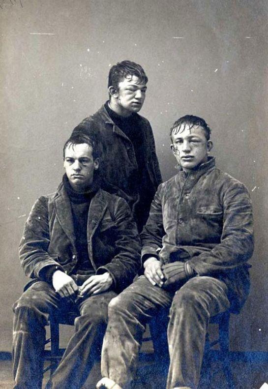 Принстонские студенты после снежного боя новчиков против второкурсников. 1893 год