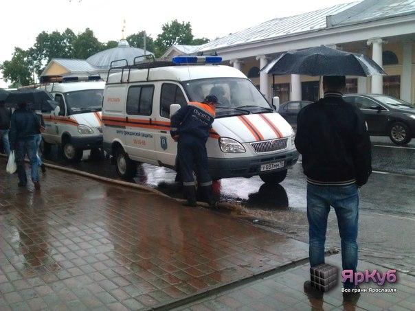 Потоп в Ярославле: ливневые канализации вновь не справились с проливным дождем.