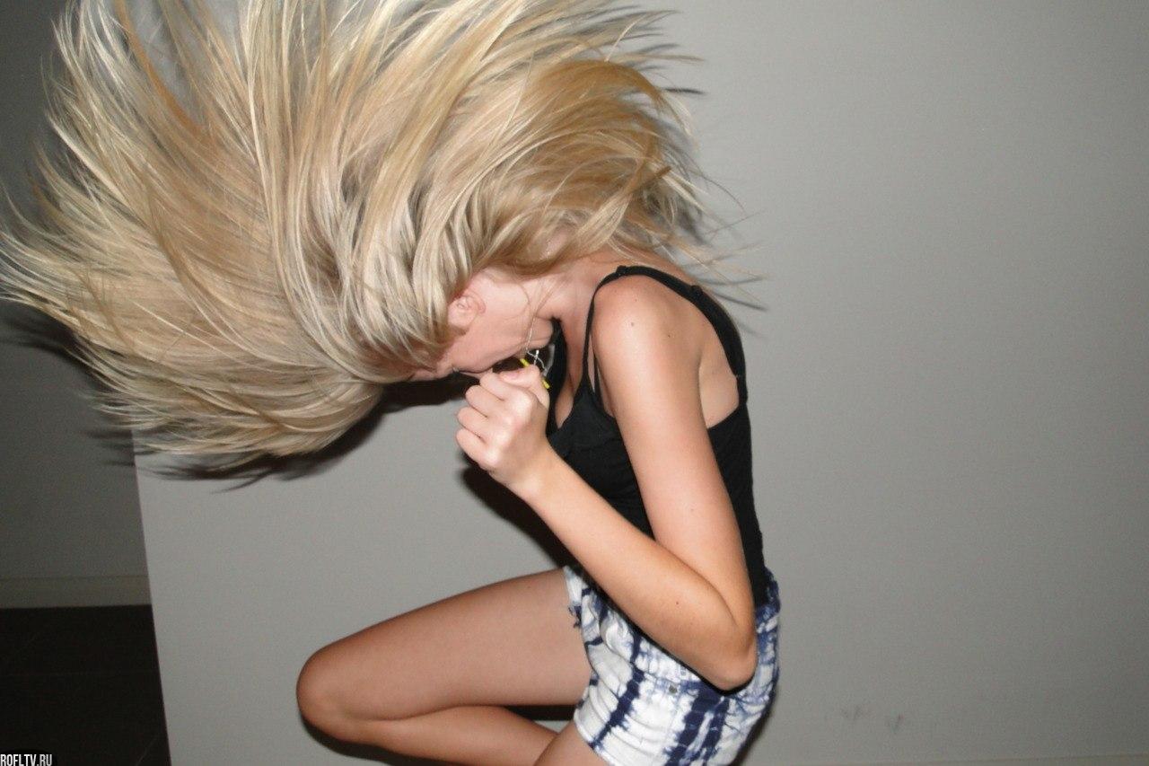 Фото девушки блондинки одной и тоже 20 фотография