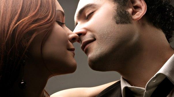 мужчина и женщина с завязанными глазами фото