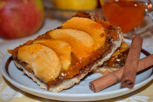 Пирог с абрикосовым джемом фото