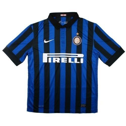 """Футболка  """"Интера """" на газоне Марио Балотелли, дебютировав в молодёжной..."""