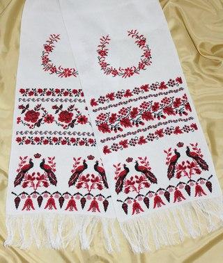 Вишивка Вишиті сорочки, весільні рушники.