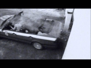 Девчонки на спор сносят крышу машине