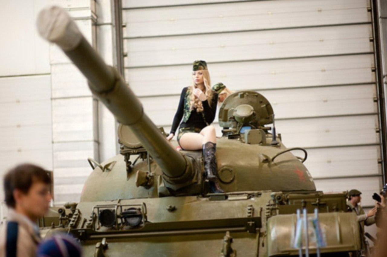 Фото девушка на танке 13 фотография