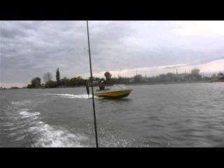 Лодка Крым под Китайской Ямахой