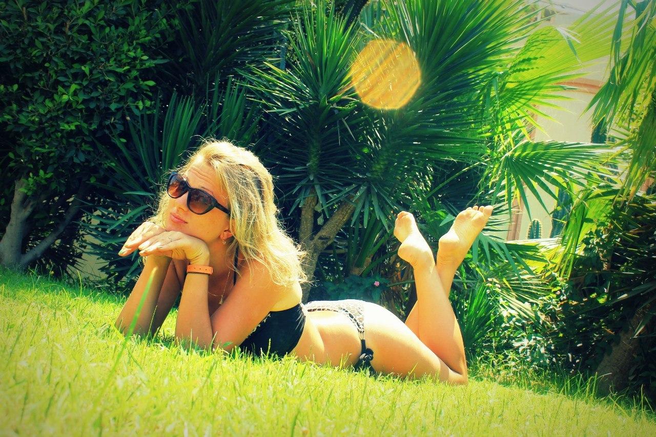Фото девушки в леопардовом купальнике