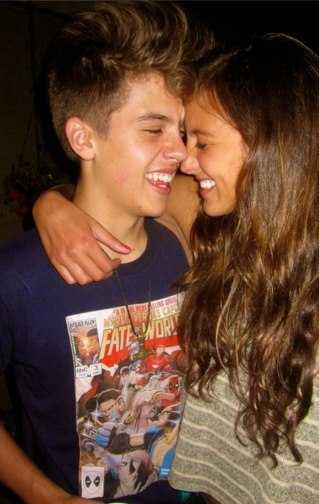 Фото дилан спроус и его девушка