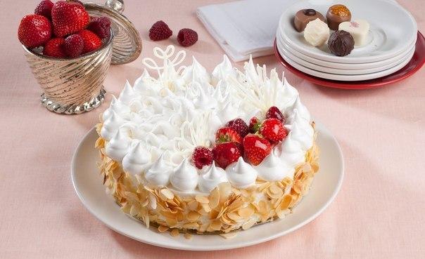 Фото украшение торта безе