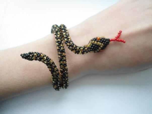 "браслет ""змейка"". на руке:"