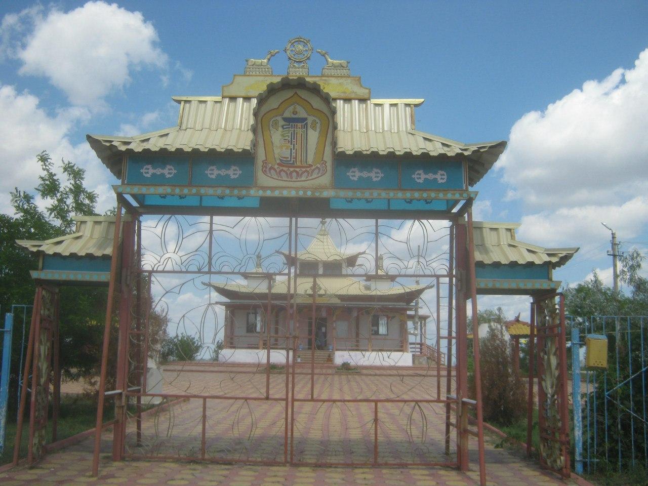 Хурул (буддистский храм) в Лагань
